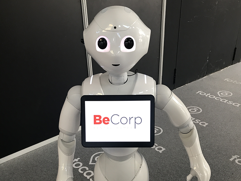 Robot de BeCorp Pepperen el Barcelona Meeting Point - BMP